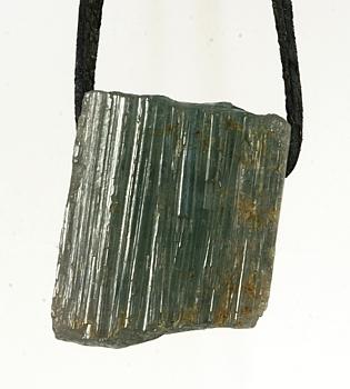 Anhänger Verdelith (Turmalin grün) gebohrt mit Lederband