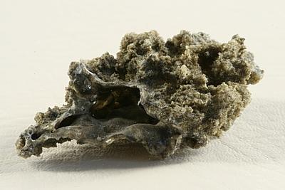 Fulgurit, bleskem roztavená zemina tvořící rourky