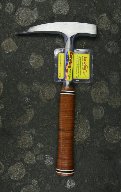 ESTWING Rock Pick (pointed tip) with leather grip (22oz)