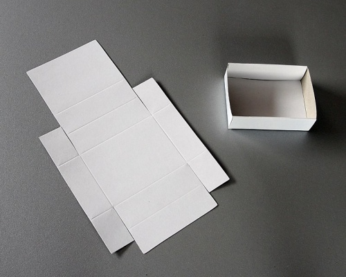 Folded boxes, white, 18 for 1 flat