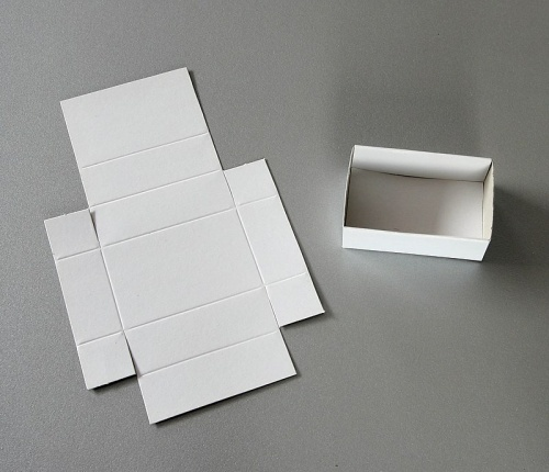 Folded boxes, white, 25 for 1 flat