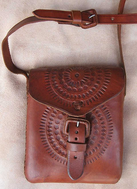 Feldtasche aus Rindleder, verziert