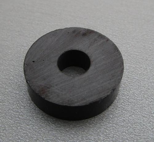 Ferirový magnet prstencový