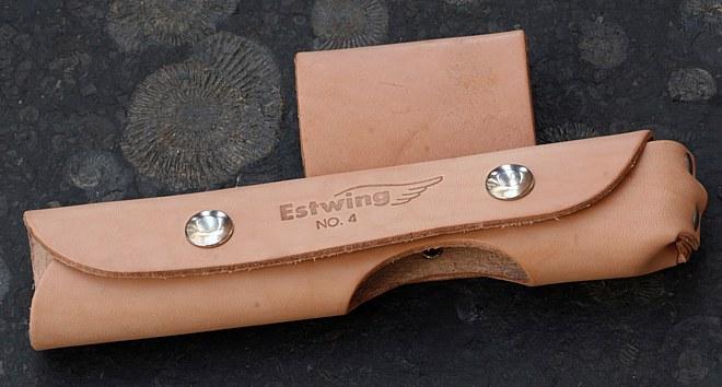 Rozpínací kožené pouzdro Estwing na opasek pro všechna paleontologická kladiva