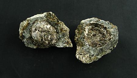 Hermanover Kugel, zweiteilig, mit Anthophyllit und Chlorit