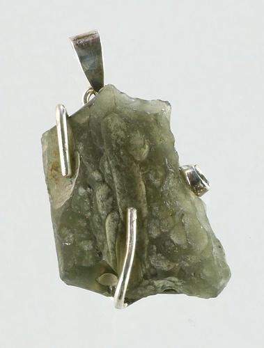Vltavín, přívěšek ve stříbrném opletu
