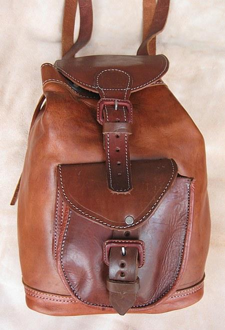 Batoh z pravé kůže s jednou kapsou