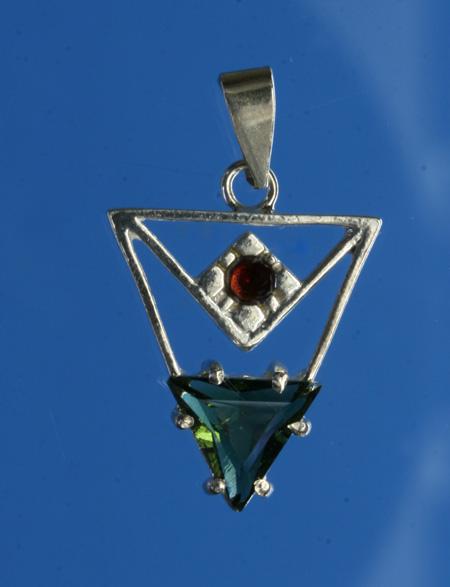 Vltavín - stříbrný přívěšek s českými granáty